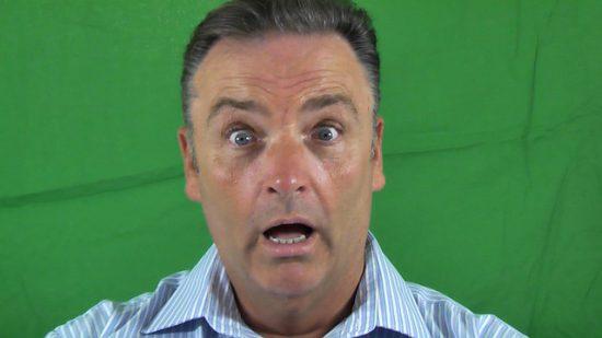 Hombre con expresión de sorpresa